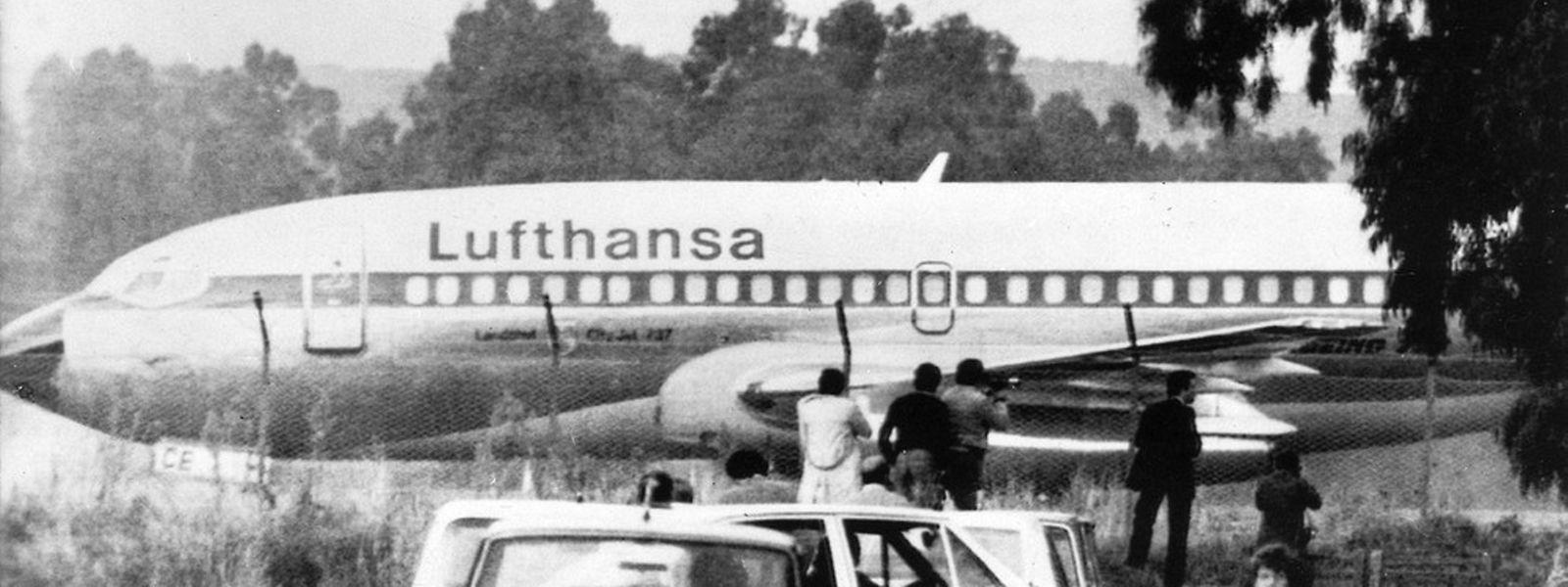 """Auch in Italien landete die """"Landshut"""". Hier steht sie am 13. Oktober 1977 auf einem Flugplatz in Rom."""