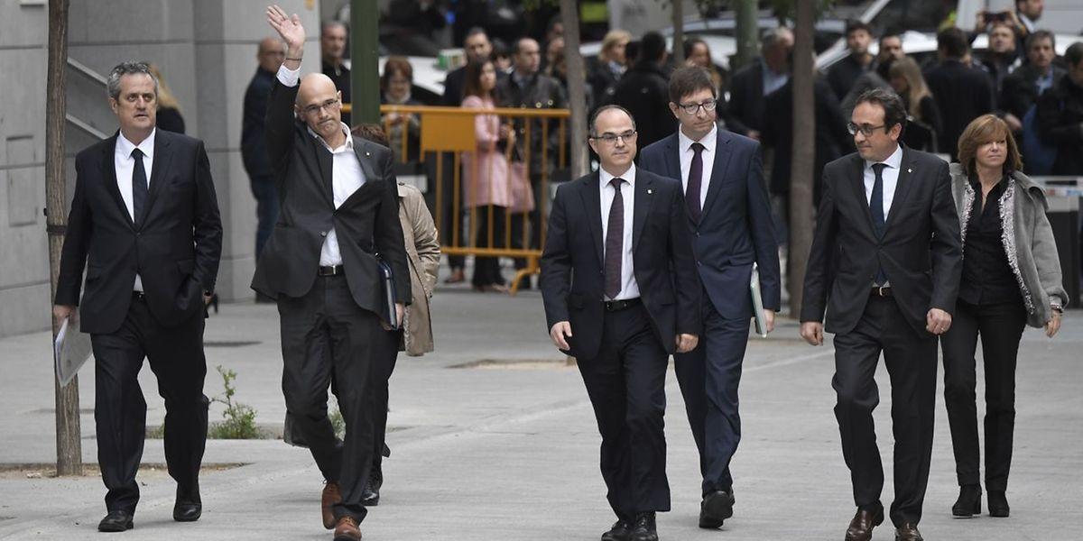 Membros do Governo catalão deposto Joaquim Forn, Raul Romeva, Jordi Turull, Carles Mundo, Josep Rull e  Meritxell Borras durante a chegada à Audiência Nacional.