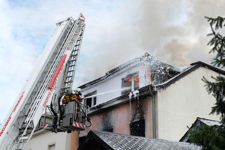 Bei einem Brand eines Wohnhauses in Bettel bei Vianden wurde eine Person leicht verletzt.