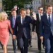 (de g. à dr.) Brigitte Macron, épouse d'Emmanuel Macron ; Emmanuel Macron, Président de la République Française ; Xavier Bettel, Premier ministre, ministre d'État