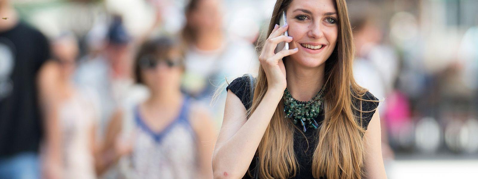 Die EU-Kommission hatte diese Woche zunächst vorgeschlagen, dass Anbieter nur mindestens 90 Tage pro Jahr ohne Zusatzkosten fürs mobile Telefonieren im Ausland gewähren müssen.
