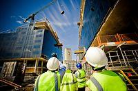 Les chantiers se multiplient dans le pays, mais les prix à l'achat et à la location poursuivent leur envolée.