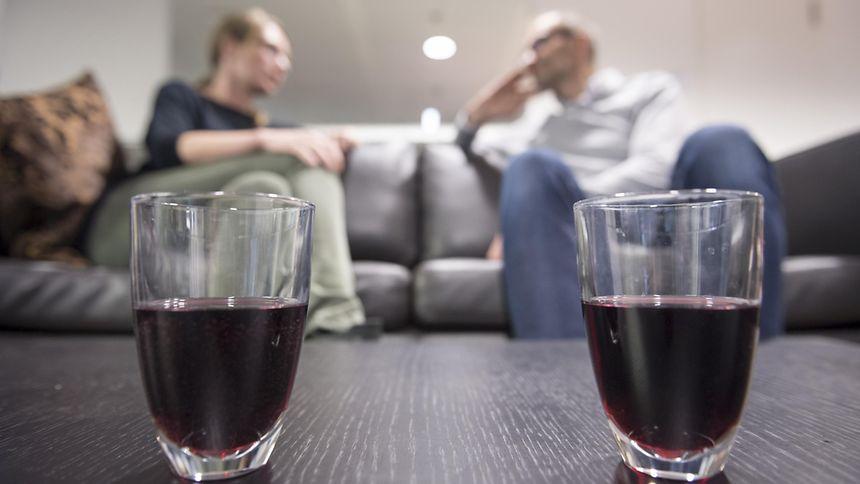 Das Glas kann halbleer sein - oder halbvoll: Zu dieser Sichtweise gelangen Pessimisten aber nur selten. Leichter machen sie es sich im Leben damit nicht.