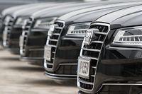 ARCHIV - 14.03.2017, Bayern, Ingolstadt: Audi-Fahrzeuge stehen während der Bilanz-Pressekonferenz in Ingolstadt vor dem Audi-Forum. Foto: Armin Weigel/dpa +++ dpa-Bildfunk +++