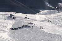26.12.2019, Österreich, Mallnitz: Ein Rettungsteam nimmt an einer Suchaktion nach einer Lawine in dem Skigebiet Ankogel teil. Foto: Unbekannt/ALPINPOLIZEI/dpa +++ dpa-Bildfunk +++