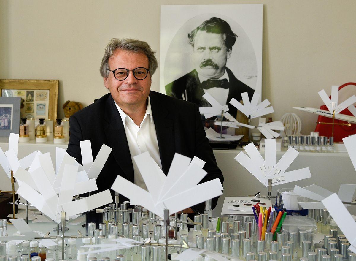 Das Arbeitszimmer von Jacques Cavallier Belletrud ist schlicht eingerichtet. An der Wand lehnt ein Porträt des Firmengründers Louis Vuitton.