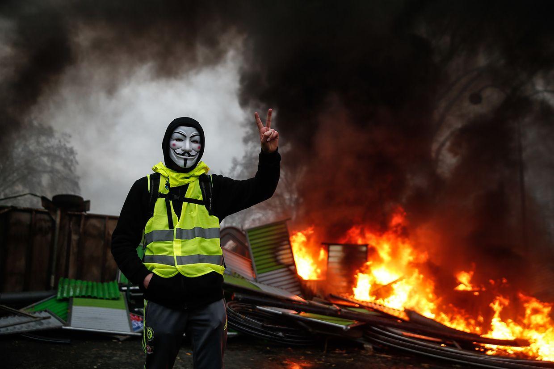 """Wieder demonstrieren die """"gilets jaunes"""" auf den Champs Elysées in Paris. Dabei kam es erneut zu Ausschreitungen."""