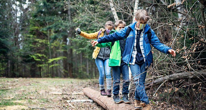 Kinder und Jugendliche müssen Erfahrungen sammeln und brauchen Kontakte. Deshalb sollen ihnen weiterhin in einem gesicherten Rahmen Aktivitäten angeboten werden.
