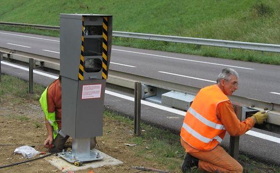 In Frankreich stehen sie an vielen Straßen: Fest installierte Radargeräte soll es bald auch in Luxemburg geben.