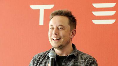 """Die Einweihung der Batteriefabrik """"Gigafactory"""" ist eine willkommene Ablenkung für Tesla-Chef Elon Musk."""