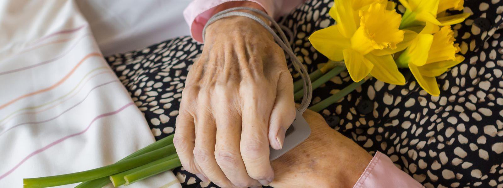 Seit der begleiteten Selbsttötung einer Ex-Politikerin ist Sterbehilfe in Frankreich wieder ein Thema.