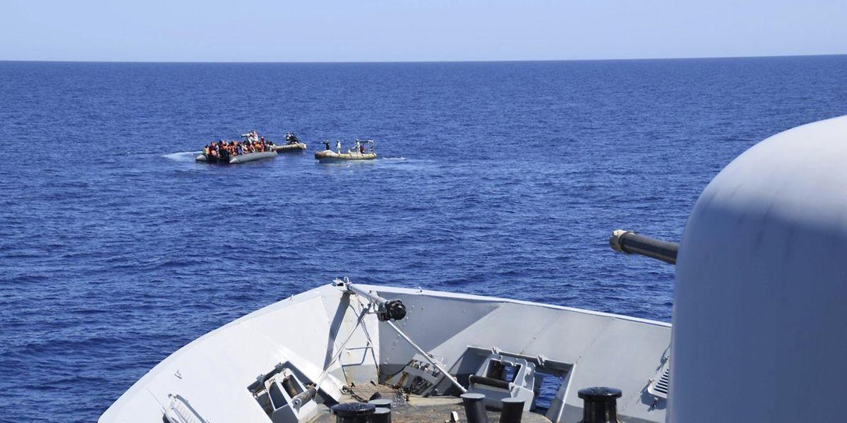Die italienische Küstenwache rettet im 11. April Flüchtlinge vor Sizilien. Für hunderte weitere Migranten, die nun die Überfahrt von Nordafrika in Richtung Europa wagten, könnte jede Hilfe zu spät kommen.