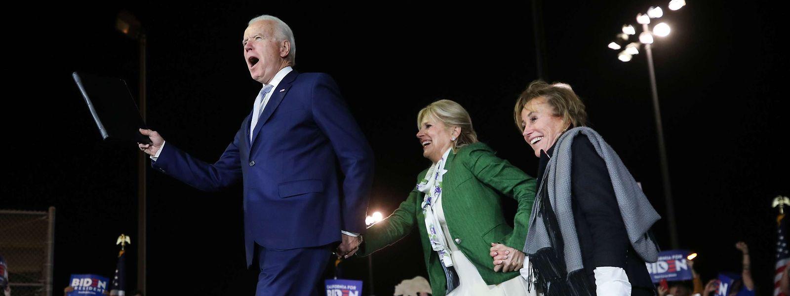 Le candidat démocrate Joe Biden a fait un grand pas vers la désignation.