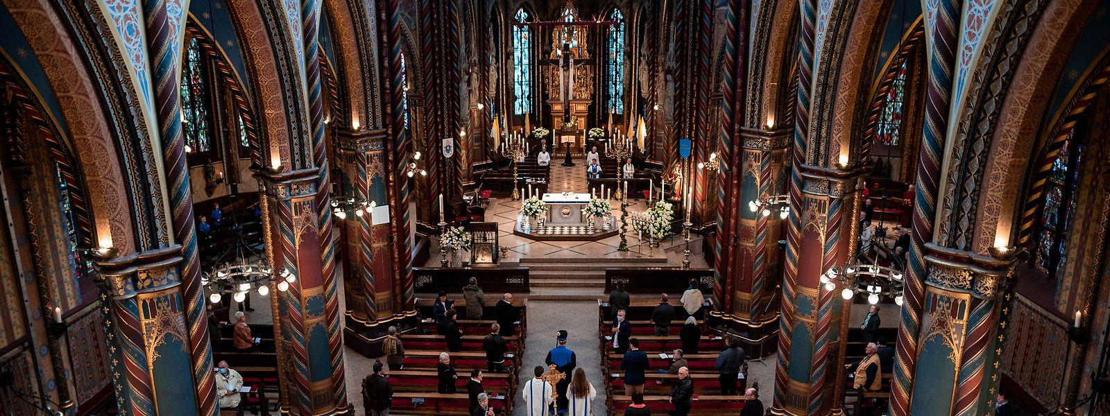 Georg Bätzing, Bischof von Limburg und Vorsitzender der Deutschen Bischofskonferenz, hat am 1. Mai die Pilgerzeit in Kevelaer eröffnet. Es war der erste Gottesdienst mit physischer Präsenz der Gläubigen nach siebenwöchiger Corona-Pause.