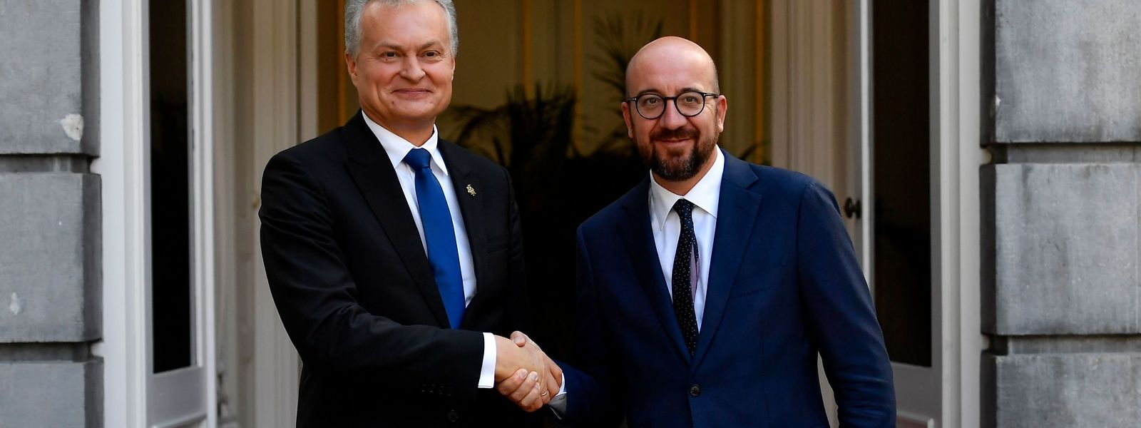 Charles Michel en compagnie du président lituanien Gitanas Nauseda.
