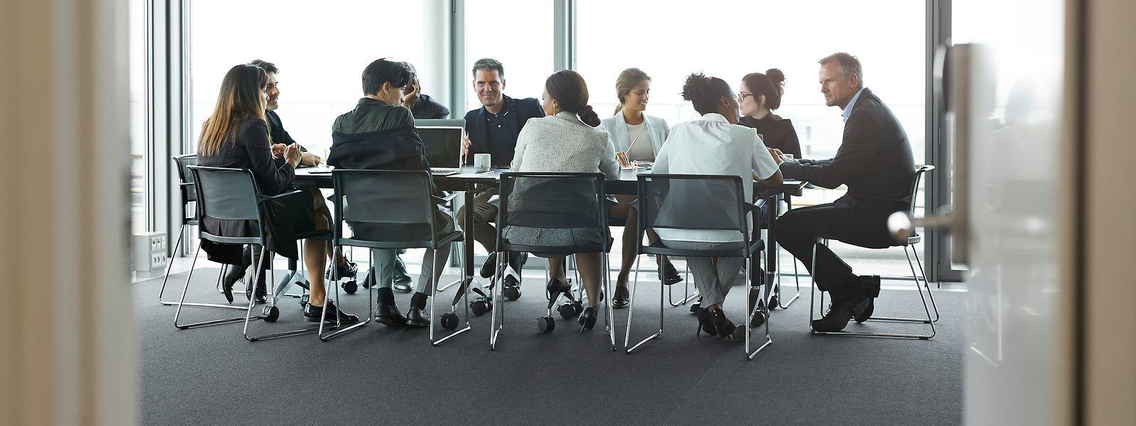 Selon le coach Enrico Abitelli, une réunion ne doit pas avoir plus d'une dizaine de participants pour être efficace.