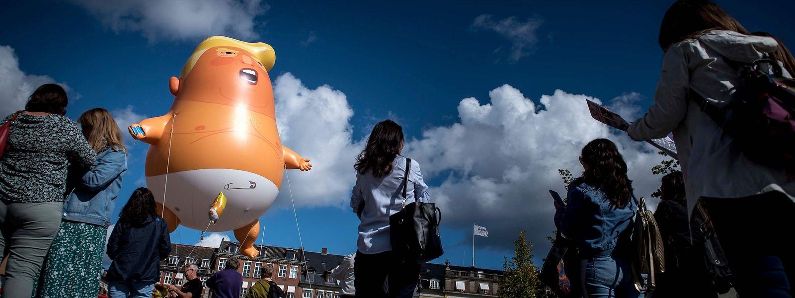 Même absent, Trump fait encore parler de lui au Danemark.