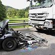 Die Unfallverursacherin wurde schwer verletzt mit einem Rettungshubschrauber ins Krankenhaus eingeliefert.