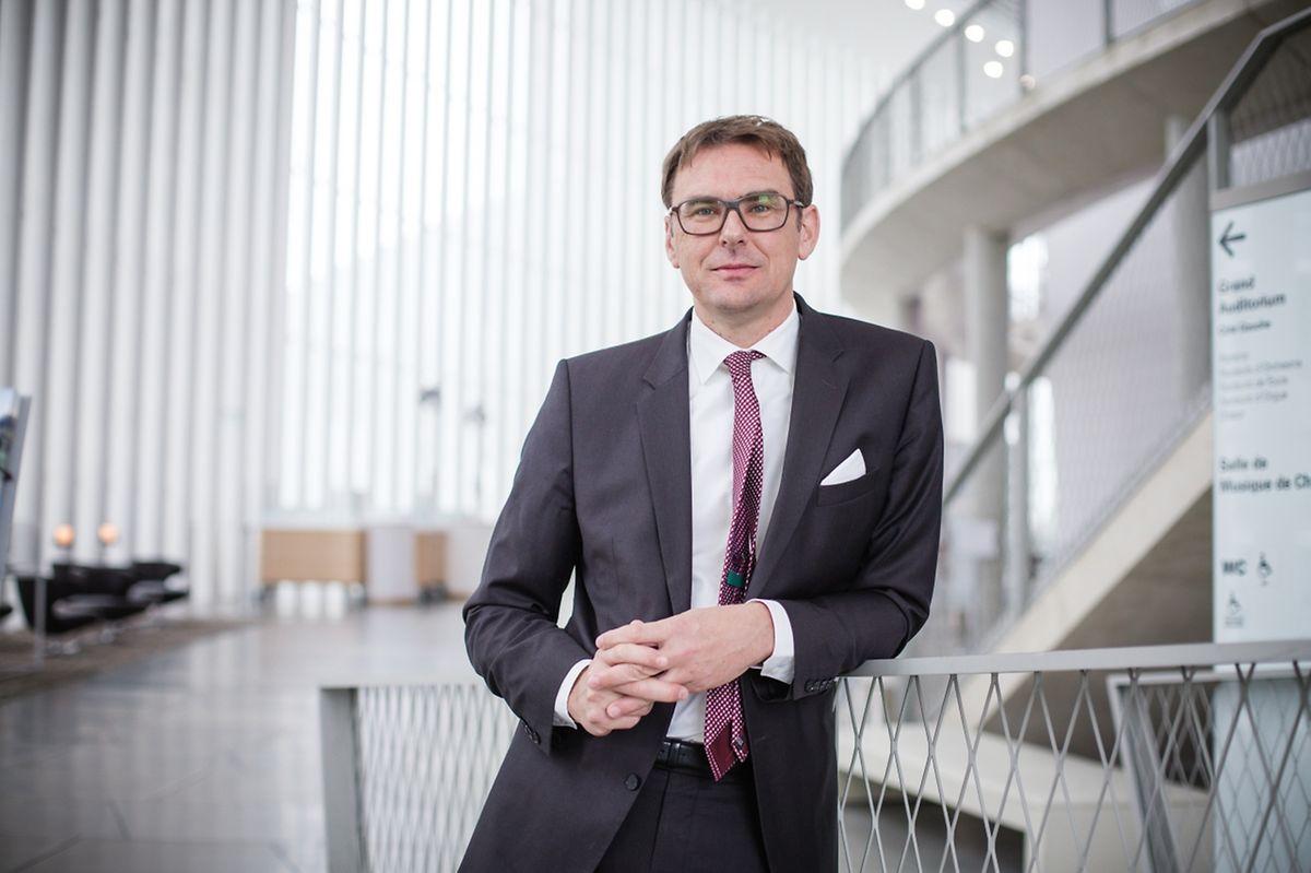 Stephan Gehmacher fährt den Betrieb in der Philharmonie herunter.