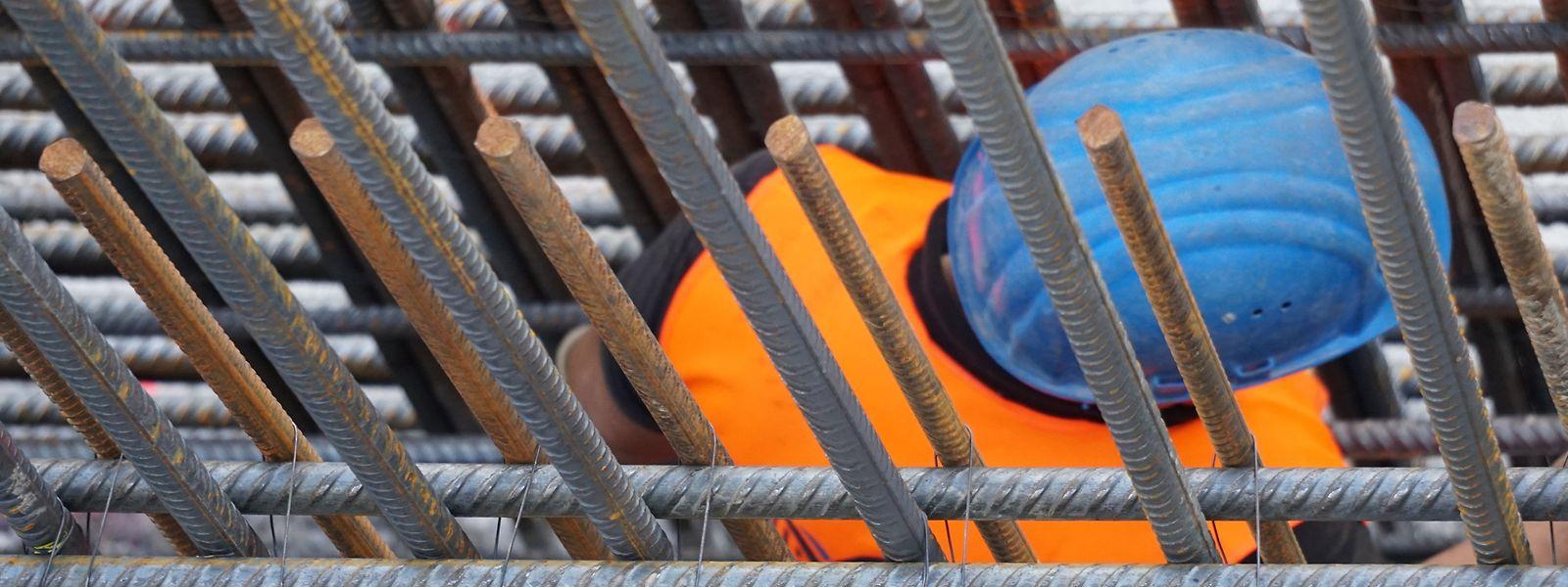 Das Baugewerbe gehört zu den Wirtschaftszweigen, in denen es die meisten Fälle gibt, in denen Personen einer beruflichen Tätigkeit nachgehen ohne über eine Arbeitsgenehmigung zu verfügen.