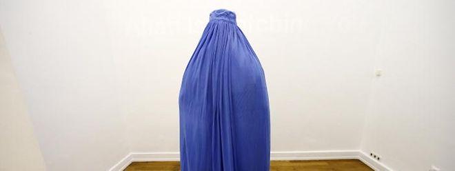 Wie will die Regierung künftig das Tragen der Burka in der Öffentlichkeit regeln?