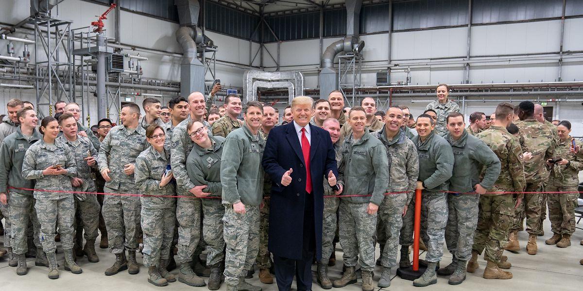 Da wurde der Commander in Chief noch von den Soldaten gefeiert: US-Präsident Donald Trump besuchte Ende 2018 die Airbase in Ramstein, wo nun Verunsicherung vorherrschen dürfte.