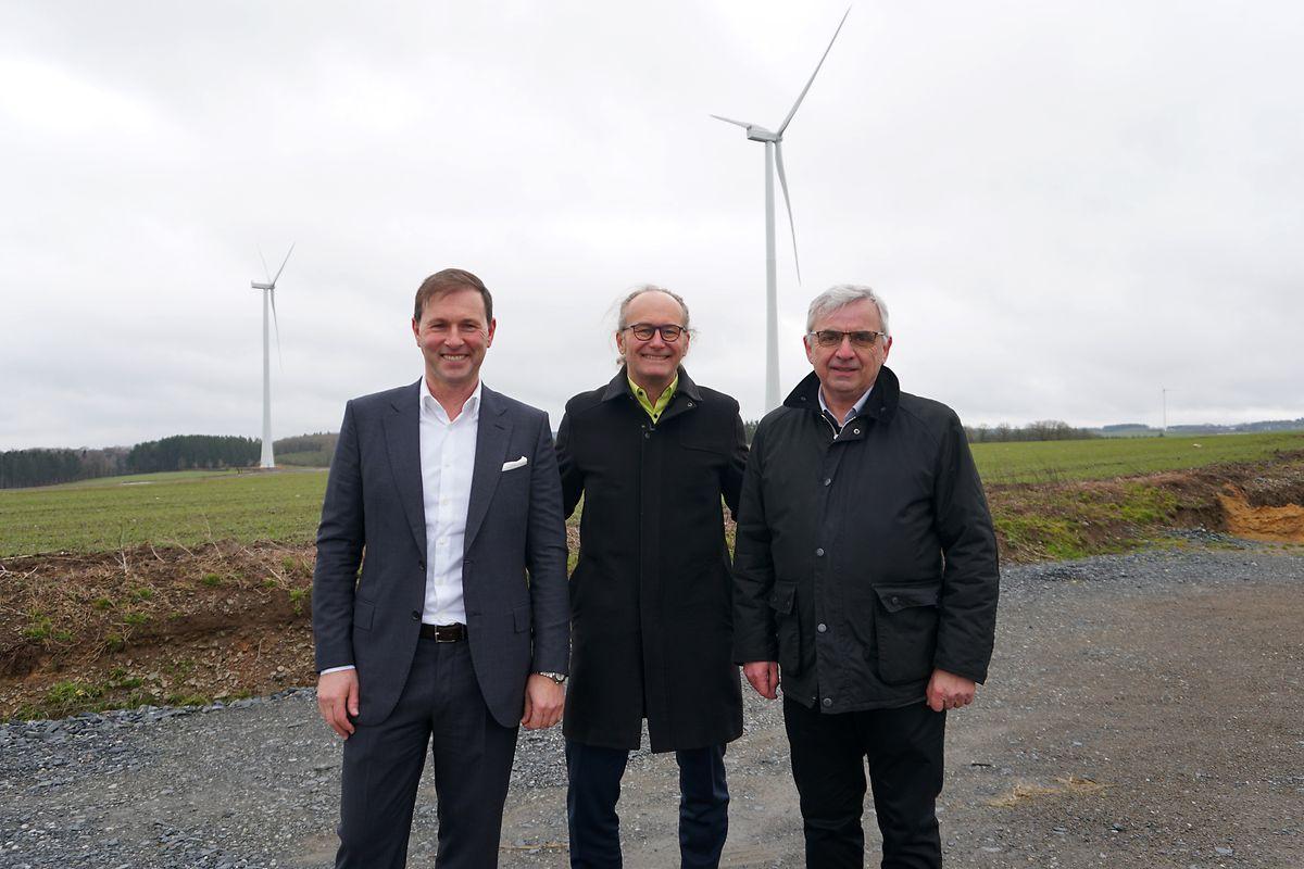 Claude Turmes (Déi Gréng), ministre de l'Énergie en compagnie de Claude Boever, directeur de la société PW34 SARL (à gauche) et de Marcel Thommes, bourgmestre de Wincrange.