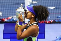 NEW YORK, NEW YORK - SEPTEMBER 12: Naomi Osaka of Japan kisses the trophy in celebration after winning her Women's Singles final match against Victoria Azarenka of Belarus on Day Thirteen of the 2020 US Open at the USTA Billie Jean King National Tennis Center on September 12, 2020 in the Queens borough of New York City.   Matthew Stockman/Getty Images/AFP == FOR NEWSPAPERS, INTERNET, TELCOS & TELEVISION USE ONLY ==