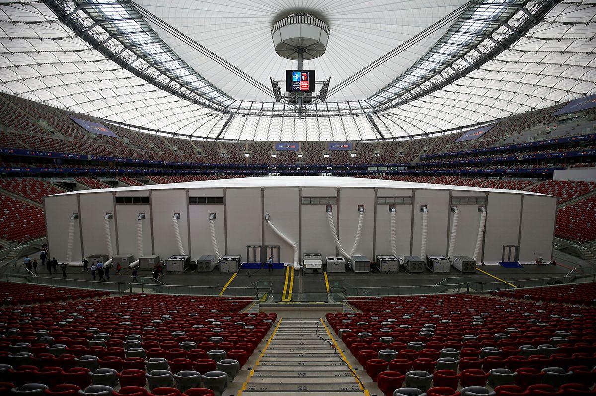 Blick in das  PGE National Stadium, wo der zweitägige Nato-Gipfel stattfindet. In der Mitte befindet sich der Hauptsitzungsaal.