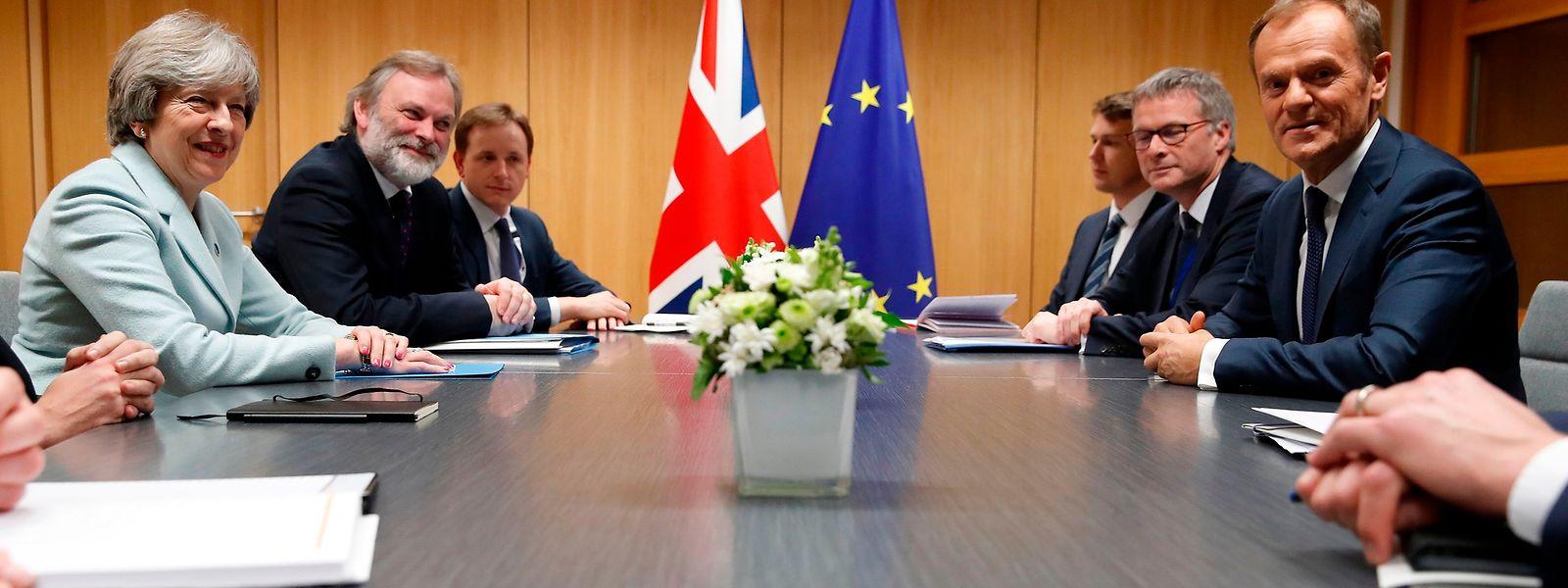 Der Start der zweiten Verhandlungsphase Mitte Dezember sei immer noch möglich, erklärte EU-Ratspräsident Donald Tusk nach einem langen Gespräch mit der britischen Premierministerin Theresa May.