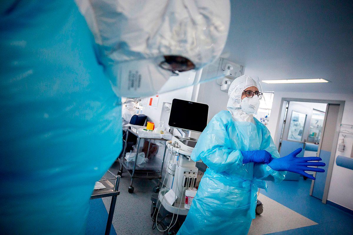 A segunda equipa luxemburguesa, que chegou no dia 21 de fevereiro e fica em Évora até dia 7 de março, é composta pelo médico Samuel Luyasu, do Centro Hospitalar do Luxemburgo, e pela enfermeira portuguesa Mónica Almeida Valente, que trabalha no contact tracing a doentes covid-19, no Grão-Ducado