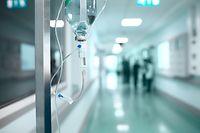 Artikel 7 des Covid-Gesetzes sieht die Möglichkeit von Zwangseinweisungen in ein Krankenhaus vor. Diese Maßnahme ist höchst umstritten.