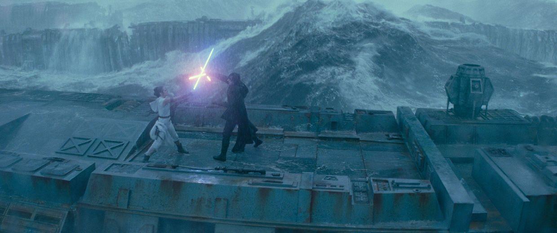 Daisy Ridley (Rey) et Adam Driver (Kylo Ren) dans l'épisode 9 de la saga Star Wars.