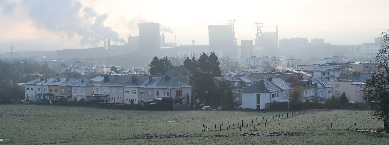 Beles und Belval im Morgengrauen. Nebelig ist derzeit noch, ob der gerade erst angenommene neue allgemeine Bebauungsplan der Gemeinde Sassenheim von Déi Lénk gerichtlich angefochten wird.