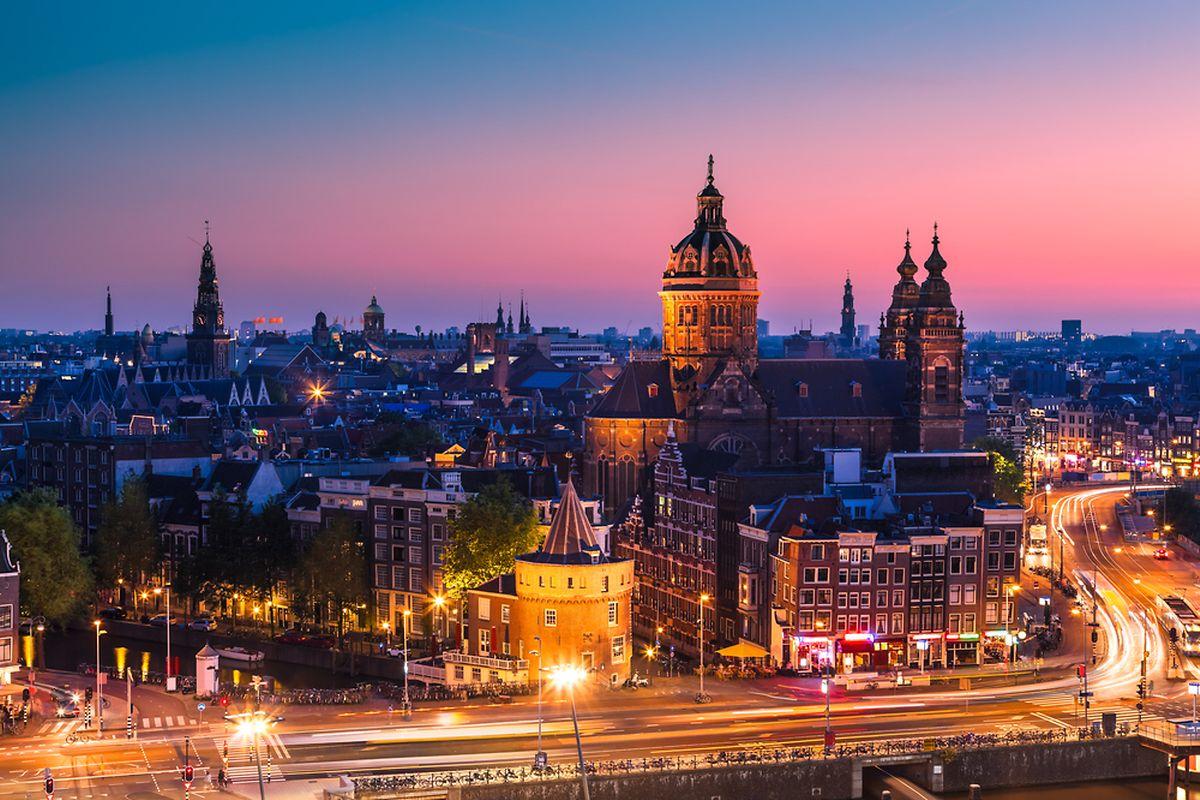 Amsterdam skyline shortly after sunset (Shutterstock)