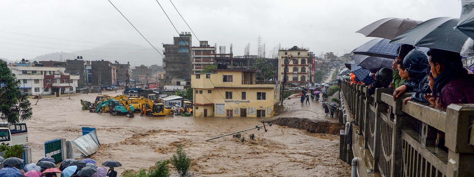 Überschwemmungen nach dem Einsetzen des Monsuns in Nepal.