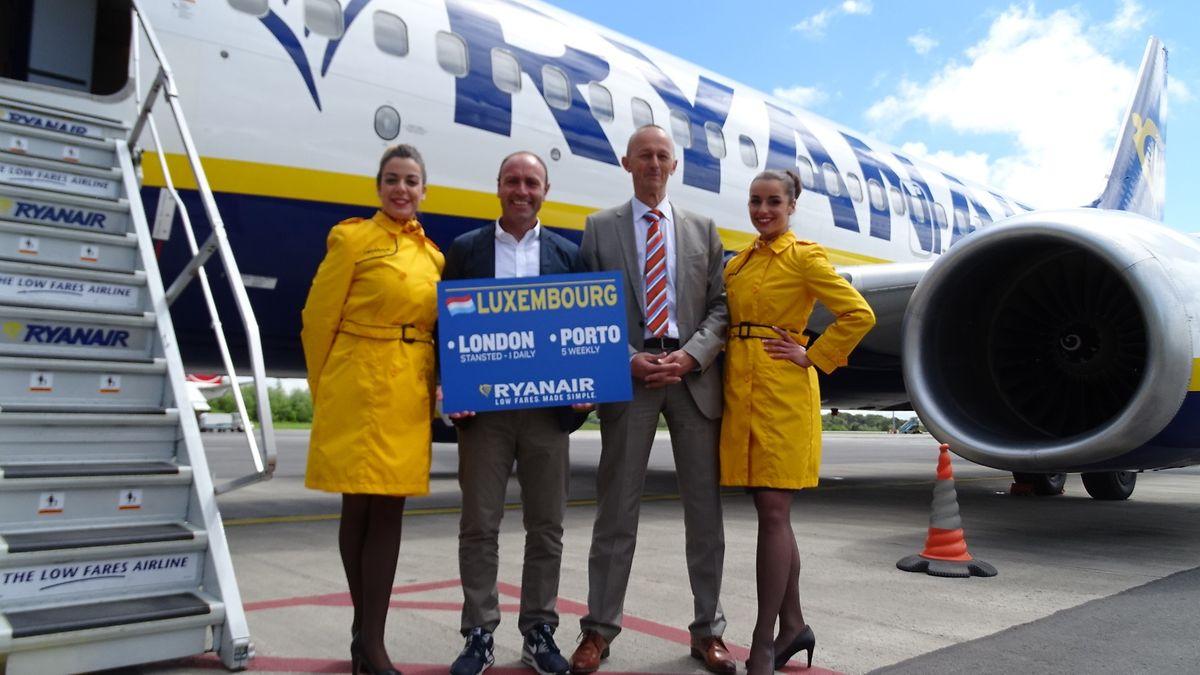 Kenny Jacobs, da Ryanair, acompanhado pelo director da Luxembourg Airport, Johan Vanneste (à dta.)
