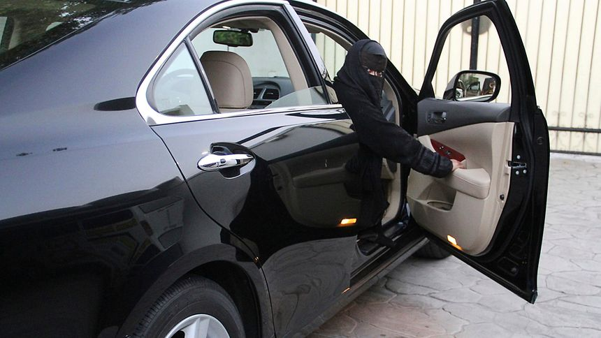 König unterschreibt Dekret | Saudi Arabien erlaubt Frauen das Autofahren