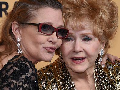 TMZ a indiqué, sans surprise, que l'actrice avait été bouleversée par le décès de sa fille Carrie Fisher, la veille, à seulement 60 ans.