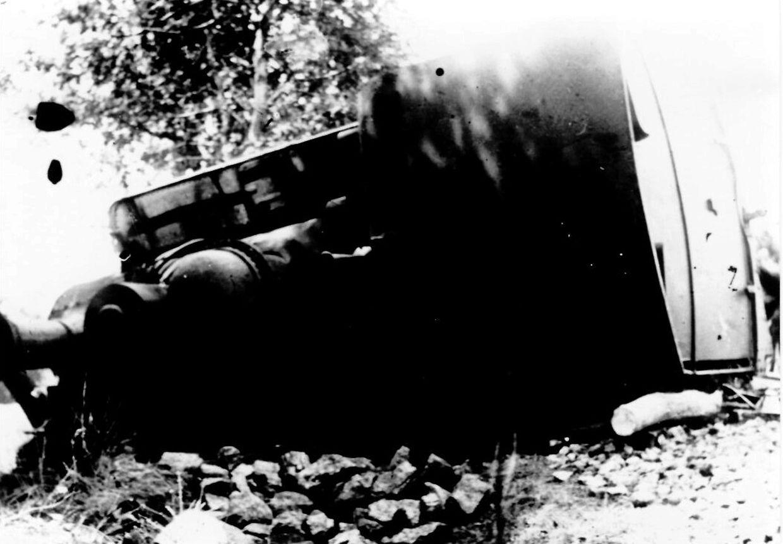 """19. Mai 1917: Zwischen Bastendorf und Tandel entgleist eine Lokomotive der im Volksmund """"Benni"""" genannten Schmalspurbahn Diekirch – Vianden. Ein Lokführer kommt ums Leben."""