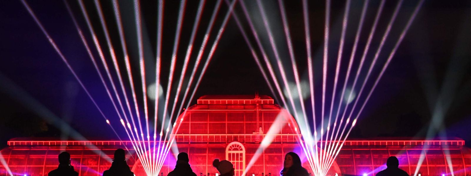 """London. Ja ist denn heut' schon Weihnachten? Fast, denn zumindest beleuchtungstechnisch stimmen die Kew Gardens mit ihren Lichtinstallationen des alljährlichen """"Christmas at Kew"""" bereits festlich darauf ein."""
