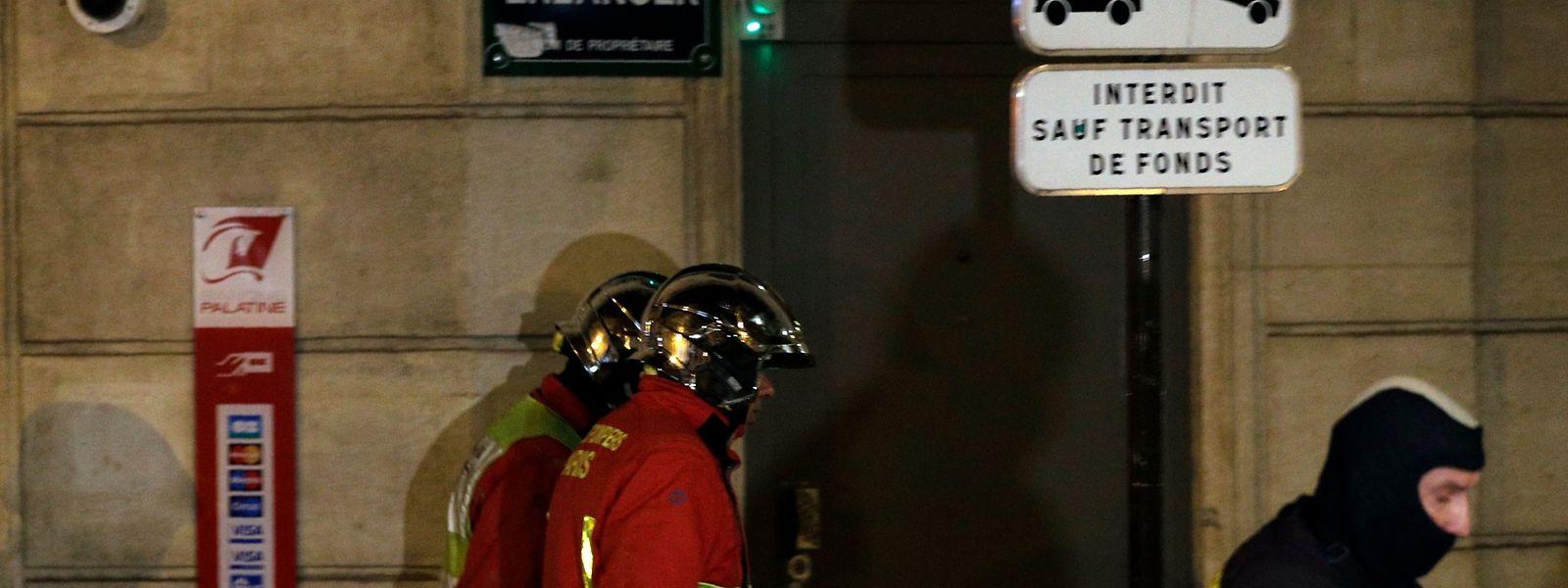 L'incendie s'est déclaré dans un immeuble des années 70 de la rue Erlanger à Paris 16e.