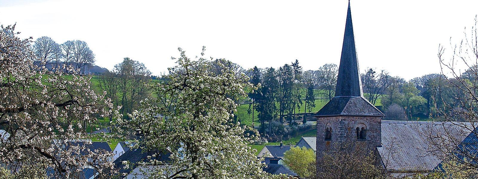 Blick auf den historischen Dorfkern von Vichten im Kanton Redingen