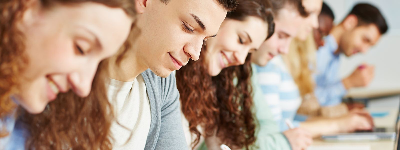 Wenn Examen zu Hause geschrieben, stellt sich die Frage, wie man überprüfen kann, ob die Studenten nicht schummeln.