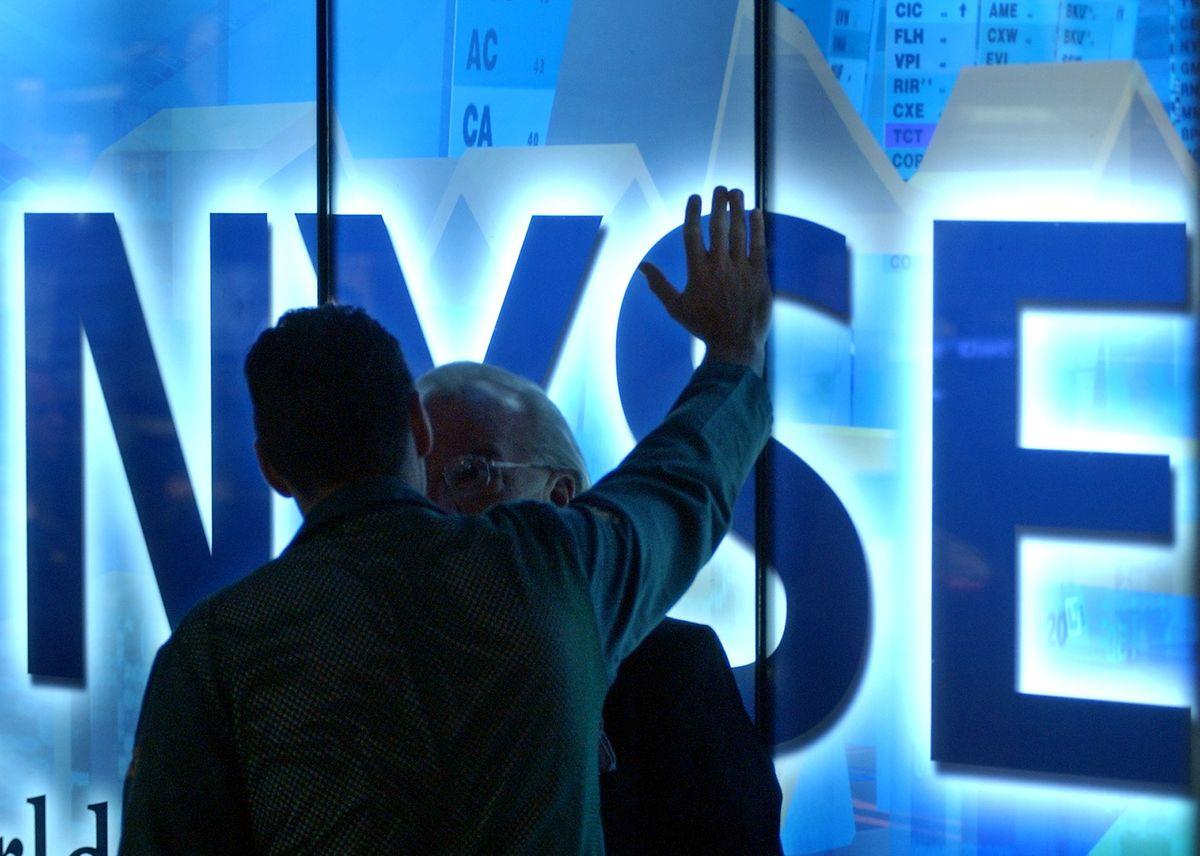 Zwei Börsenhändler am New York Stock-Exchange: Wiederholung des Crashs von 1929 nicht mehr möglich?