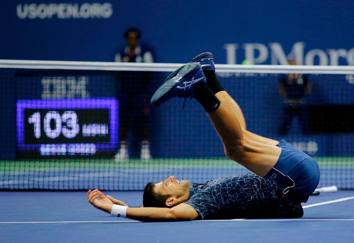 Nach dem Matchball fällt der ganze Druck von Novak Djokovic ab.
