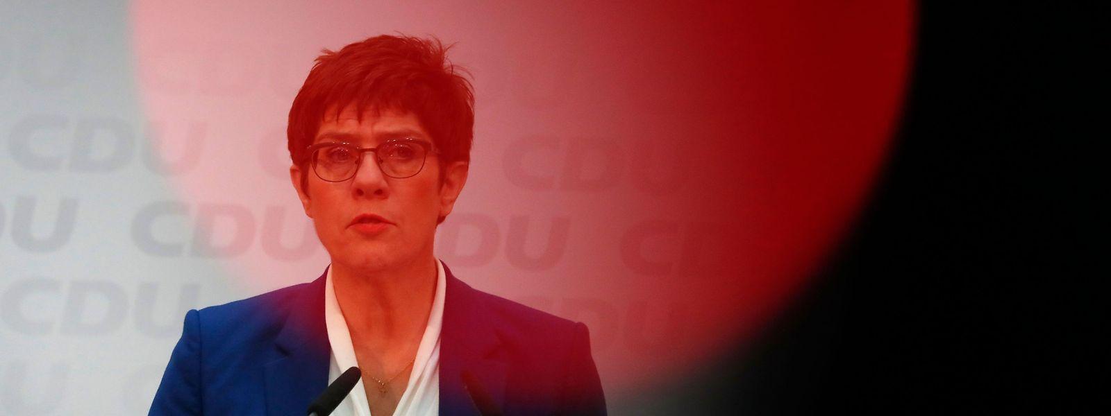 Die glücklose CDU-Chefin Annegret Kramp-Karrenbauer gibt ihre Ambitionen auf die Kanzlerkandidatur auf.