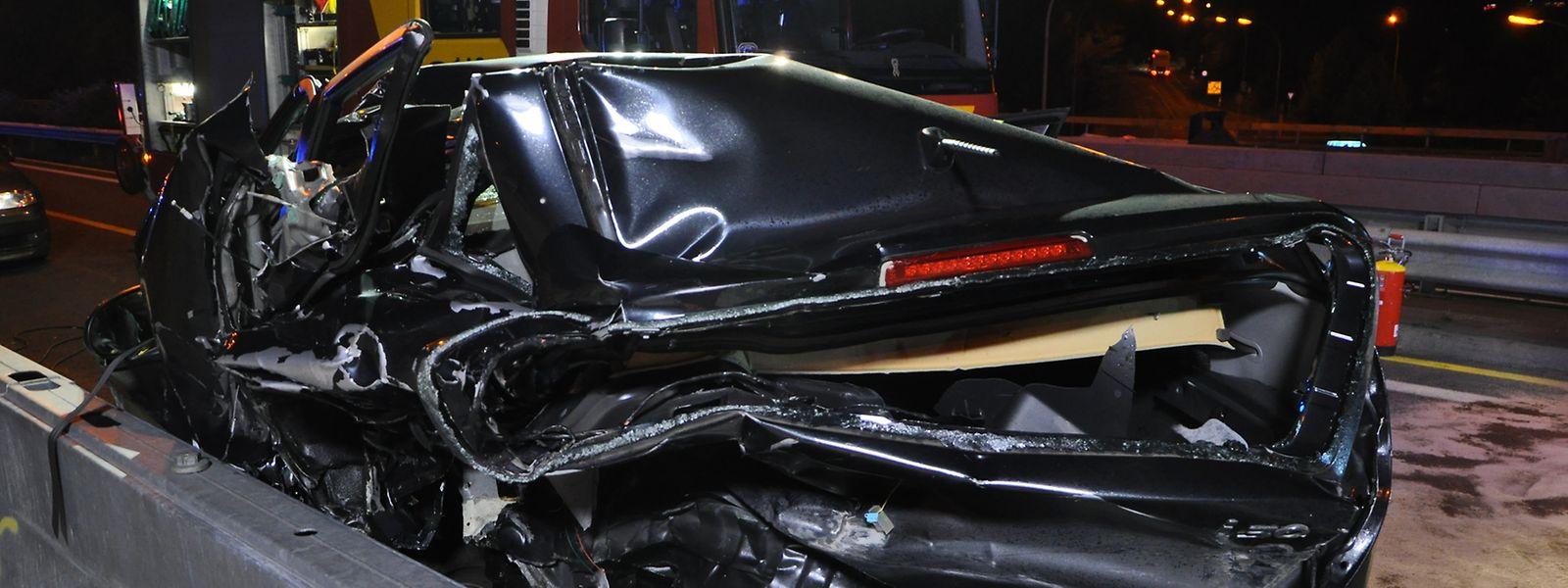 Bei dem Unfall auf der A1 war die Autofahrerin, deren Heck der Unfallfahrer gerammt hatte, ums Leben gekommen.