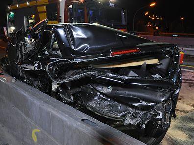 Die Autofahrerin war mit ihrem Wagen im Baustellenbereich gegen die Sicherheitsbegrenzung gestoßen.
