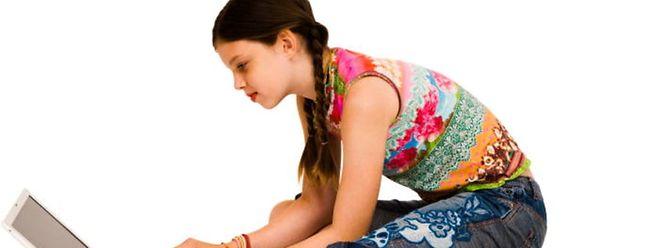 Kinder und Jugendliche können oft die Gefahren von Nacktbildern im Internet nicht abschätzen.